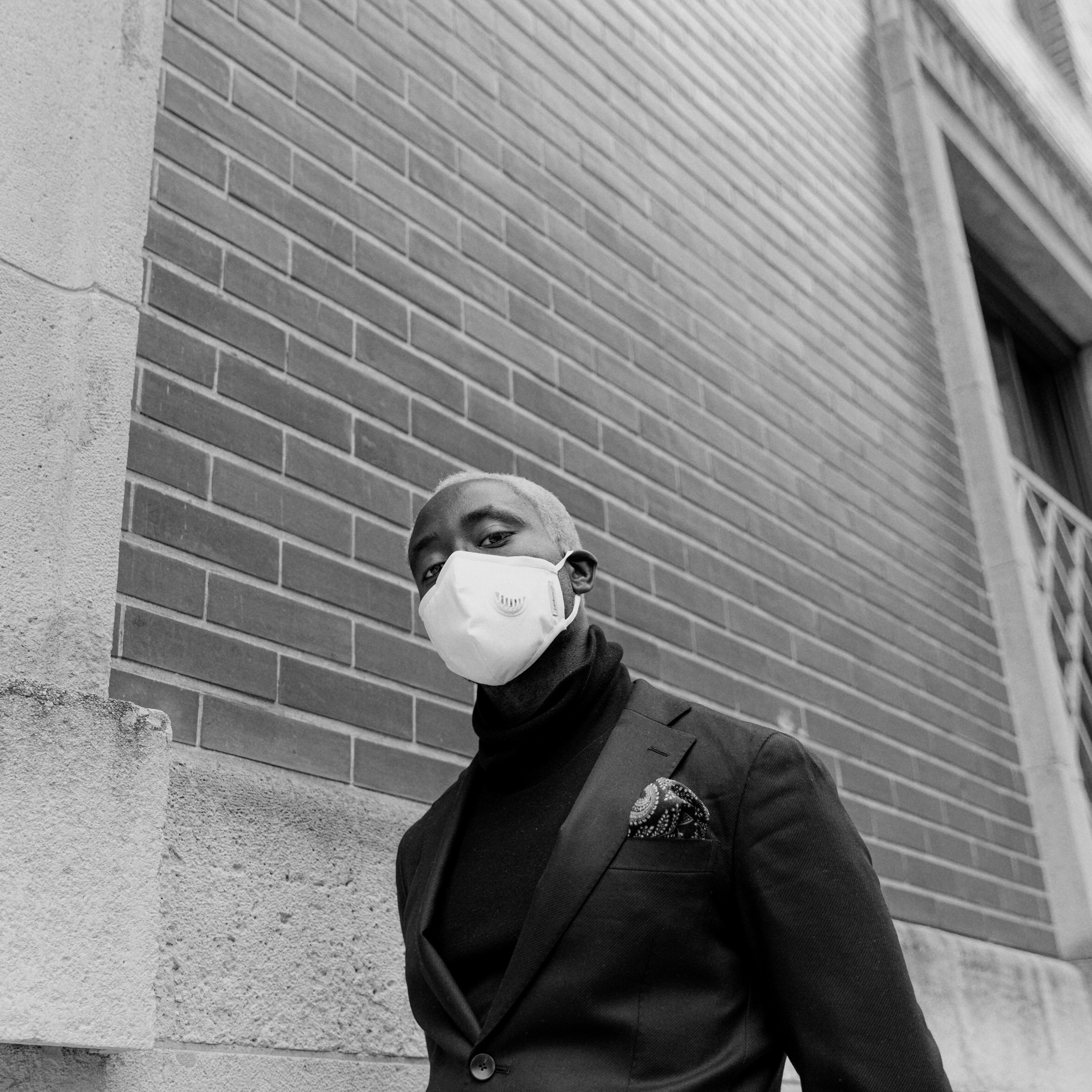 マスクした外国人男性