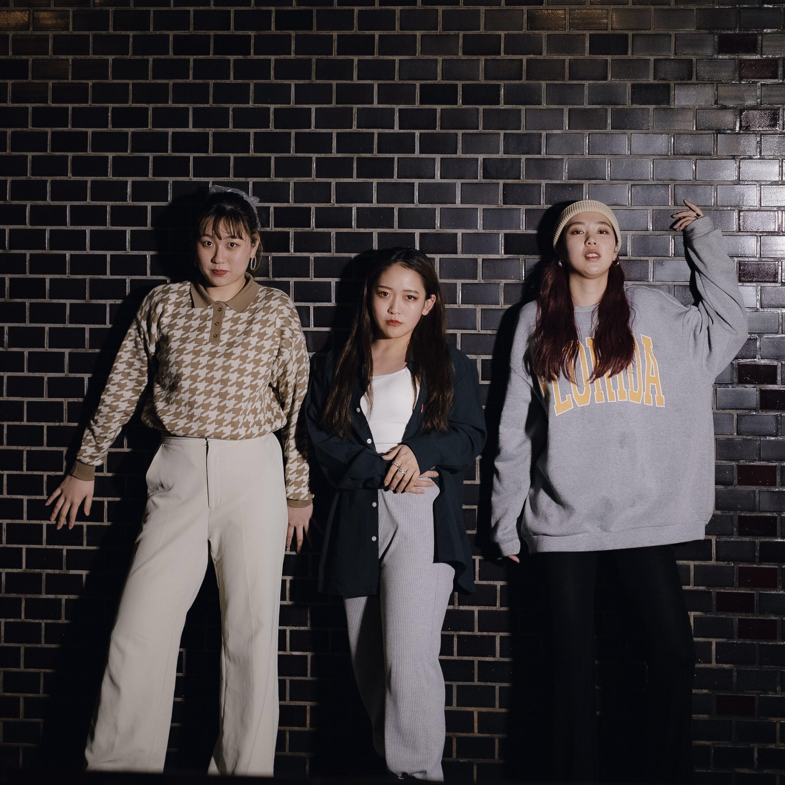 女性三人組