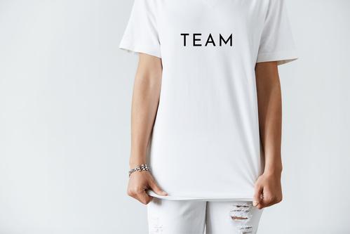 白いTシャツの画像